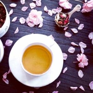 ティータイムに香りの華が咲く世界の紅茶葉