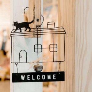 お宅訪問で気をつけよう!玄関の上がり方やお茶のいただき方マナー