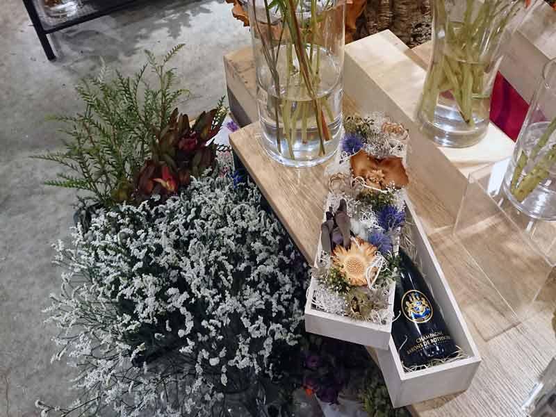 シャンパンとお花のギフトボックス