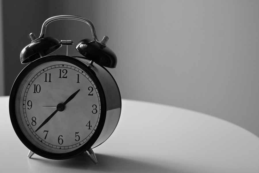 """>お礼のタイミングや時間帯"""" width=""""511″ height=""""340″ class=""""aligncenter size-full"""" /></p> <p>「鉄は熱いうちに打て」といいますが、お礼が遅くなればなるほどそのハードルは上がるもので、一週間経ってから電話をしても相手にはお礼の気持ちが存分に伝わらないかもしれません。時間を置くのであれば、やはり丁寧に手紙で礼儀を尽くすことが必要だと感じます。</p> <p><img loading="""