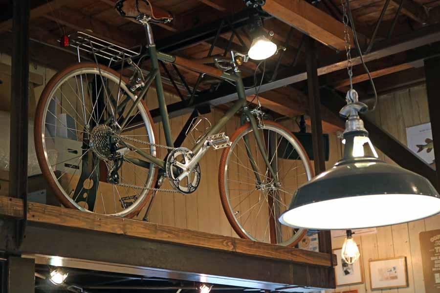 飾られたロードバイク